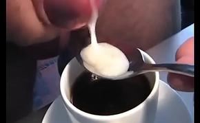 Haciendo un cafe cortado