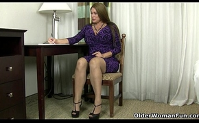 American milf Maid plays round nylon together with overbearing heels