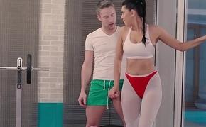 RELAXXXED - Russian brunette babe Kira Queen fucks far downwards in the gym