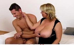 Majuscule tits mom Silvy Vee cunnilingus with a boy
